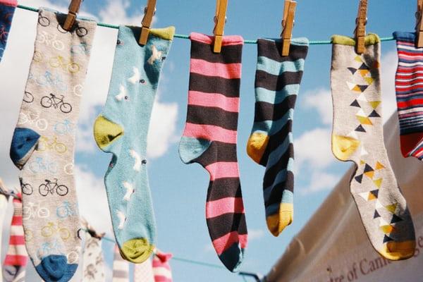 Giornata dei calzini spaiati: diverso è bello